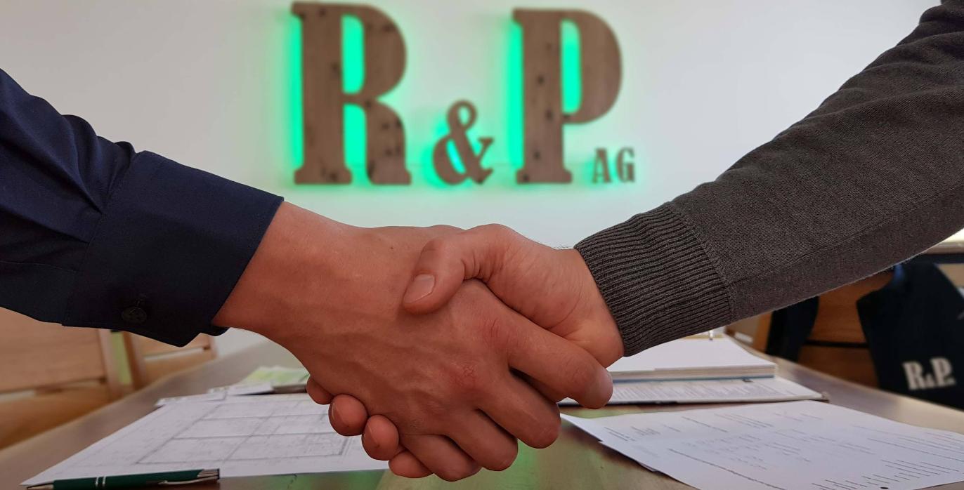 Handschlag mit Firmenlogo Partner