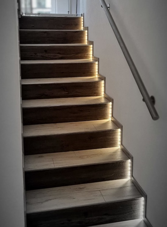 Indirekte LED Stufenbeleuchtung